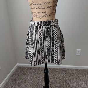 Cream and Black Aztec print  skirt sz s